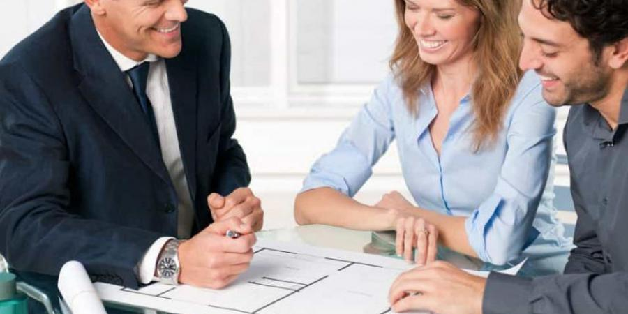 What do estate agents do