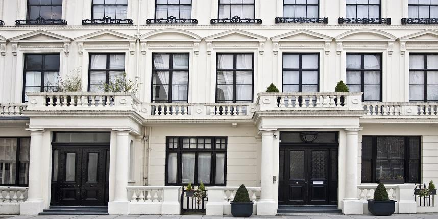 London properties in luxury and non-luxury sections
